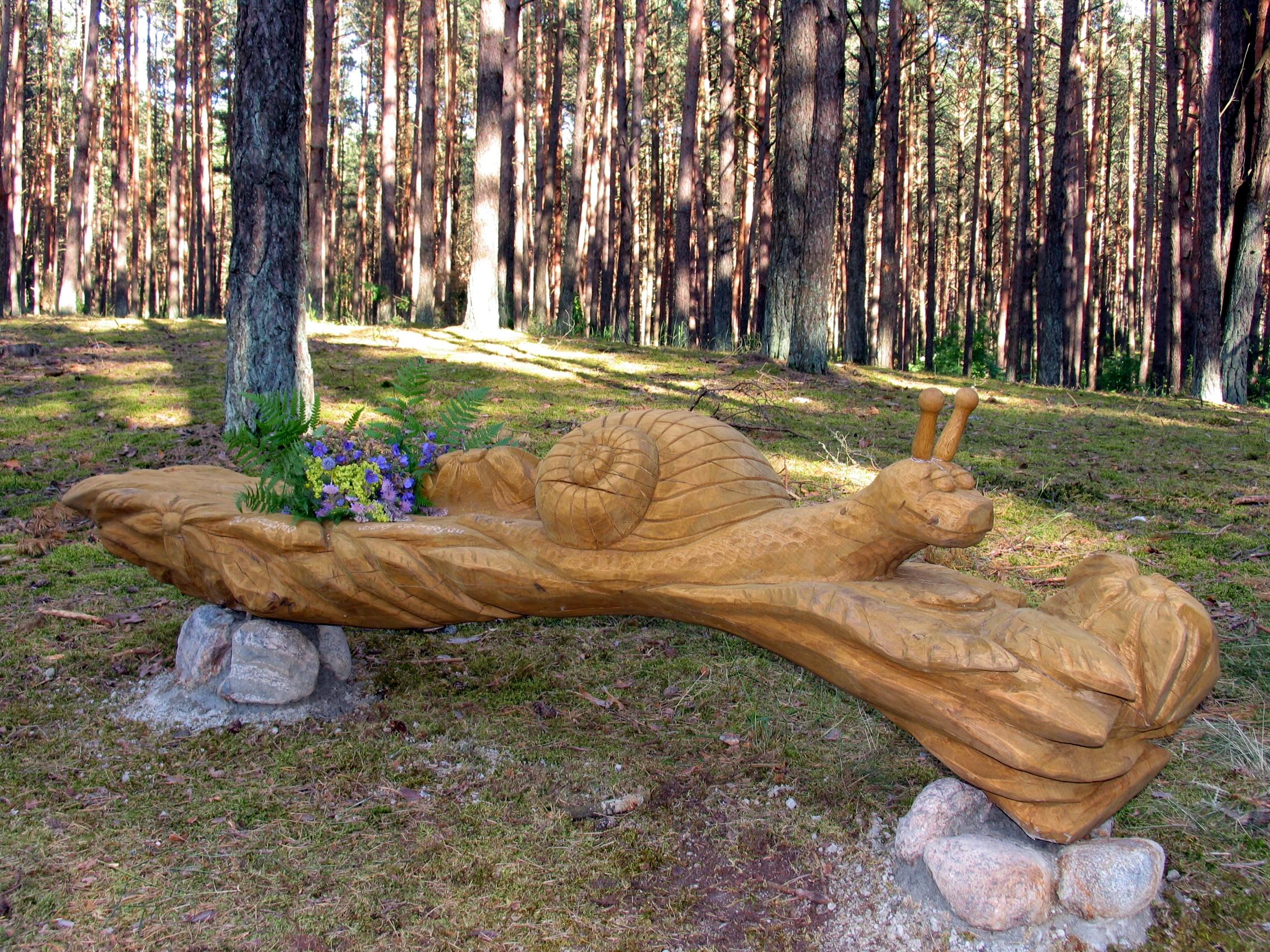Skulptūrinių suolelių parkas Gamta ir Žmogus - in memoriam, skirtas V.Mykolaičio-Putino atminimui (skulptorius Vidmantas Vikšraitis)